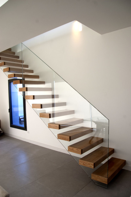 Escaleras erctas, Escaleras curvadas
