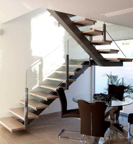 Escaleras de madera scala bianca fabricaci n e instalaci n for Como trazar una escalera de metal