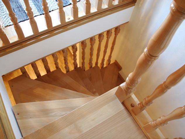 Fabricaci n de escaleras de caracol a medida - Cerramientos de escaleras ...