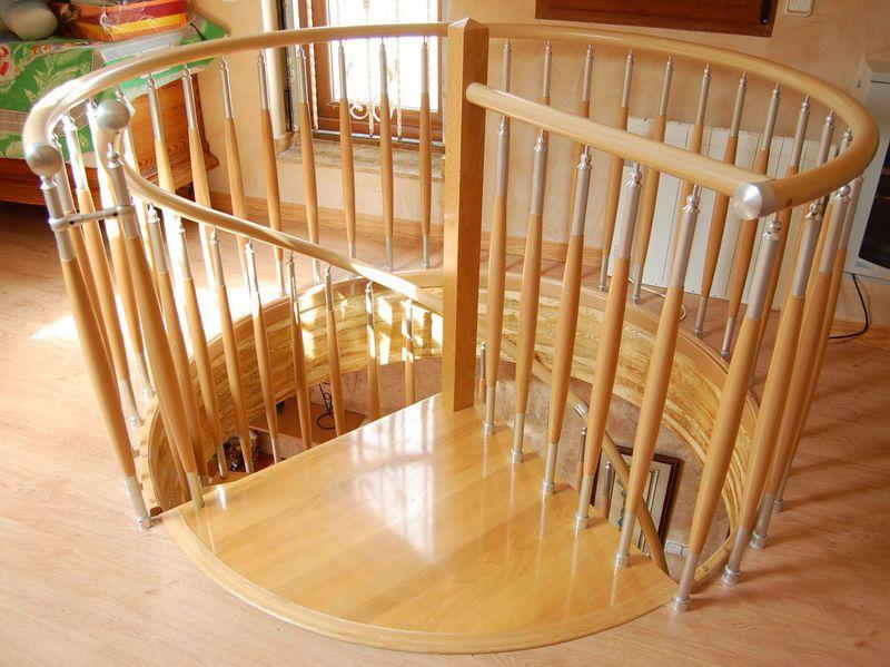 Escaleras de caracol empleando distintas maderas nobles for Escaleras de caracol