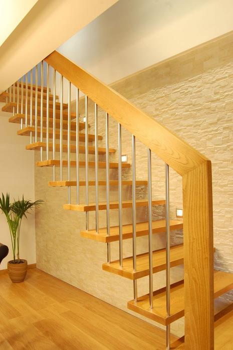 Scala bianca escaleras de madera gran variedad en for Modelos de escaleras internas para casas