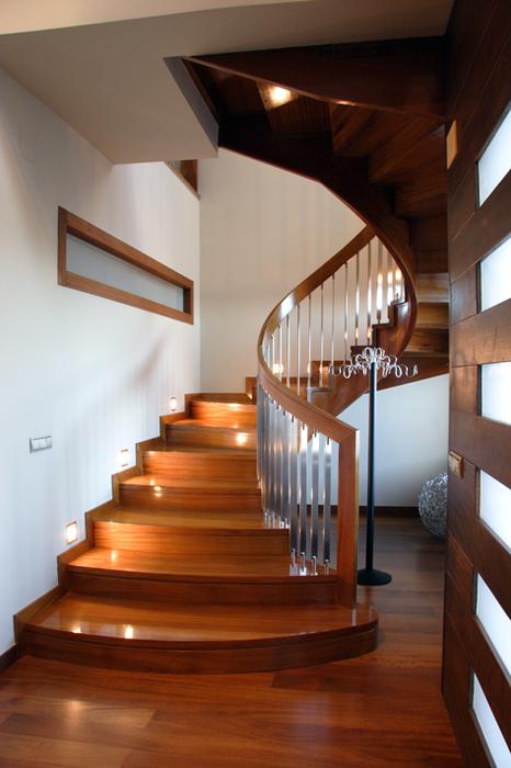 Escaleras rectas de interior diseo de escalera visto en for Escaleras decorativas de interior