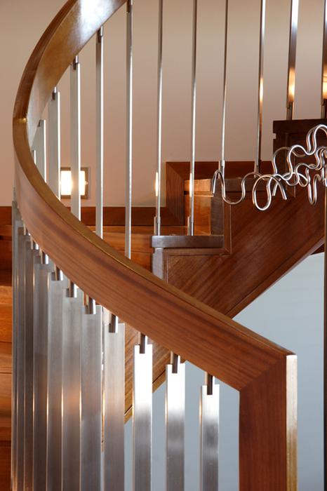 Pasamanos de escaleras de madera interior barandilla de for Escaleras de madera interior precio