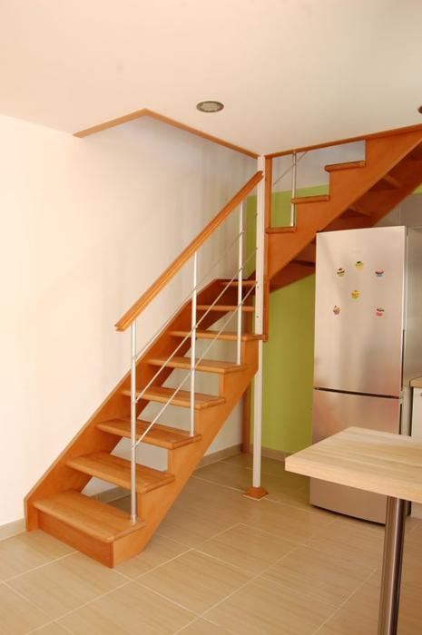 Escalera de madera interior escaleras de madera for Modelos de escaleras modernas