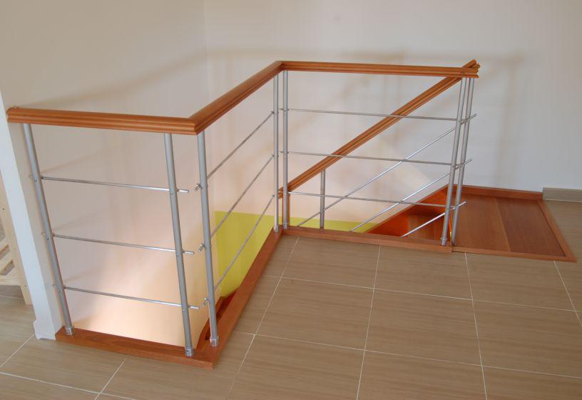 Escaleras de interior rectas y curvadas combinadas con for Materiales para escaleras exteriores