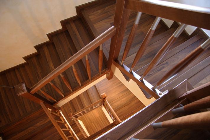 Scala bianca trabajos realizados de barandas en maderas for Modelos de escaleras de madera