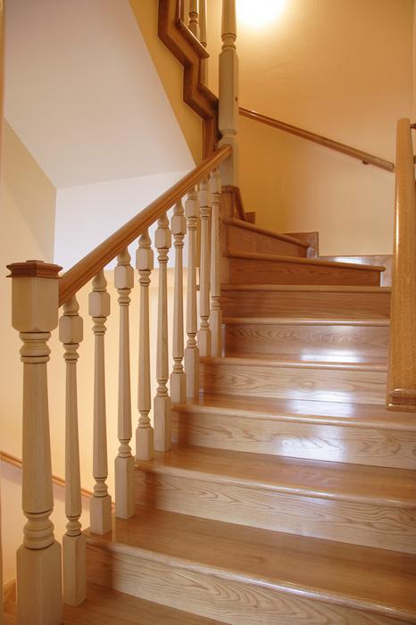 Scala bianca barandas en madera desde los torneados a las tallas - Barandas para escaleras de madera ...