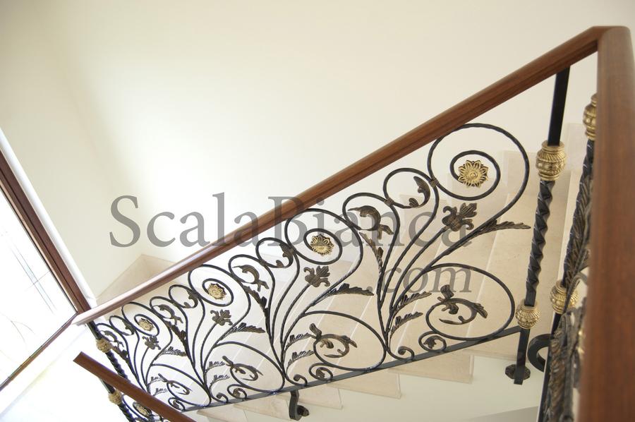 Scala bianca barandas rusticas empleando balaustradas de - Barandas de forja para escaleras ...