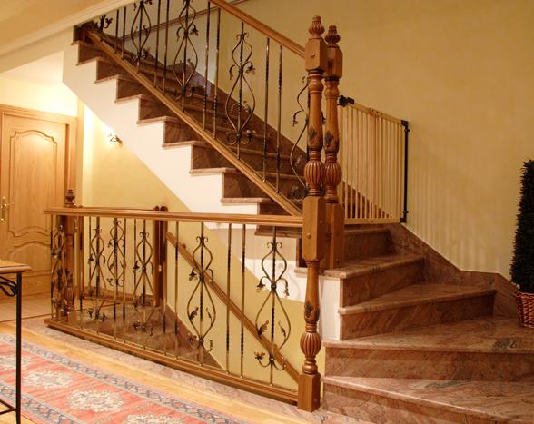 Scala bianca barandas rusticas empleando balaustradas de - Fotos de escaleras rusticas ...
