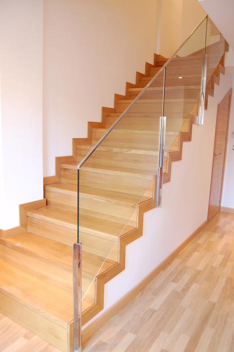 Scala bianca barandas de cristal - Barandas de madera para escaleras ...