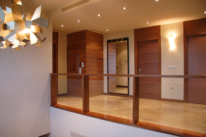 Scala bianca barandas de cristal - Escaleras de cristal y madera ...