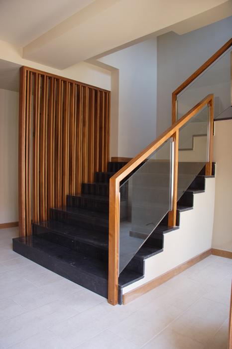 Scala bianca barandas de cristal - Pasamanos de cristal para escaleras ...