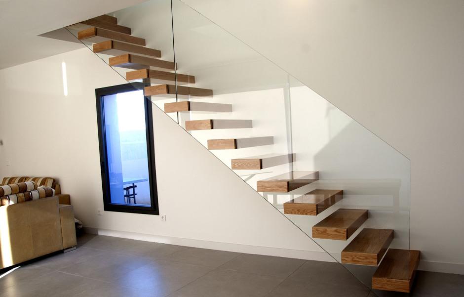 Escaleras de madera scala bianca fabricaci n e instalaci n - Precio escaleras interiores ...