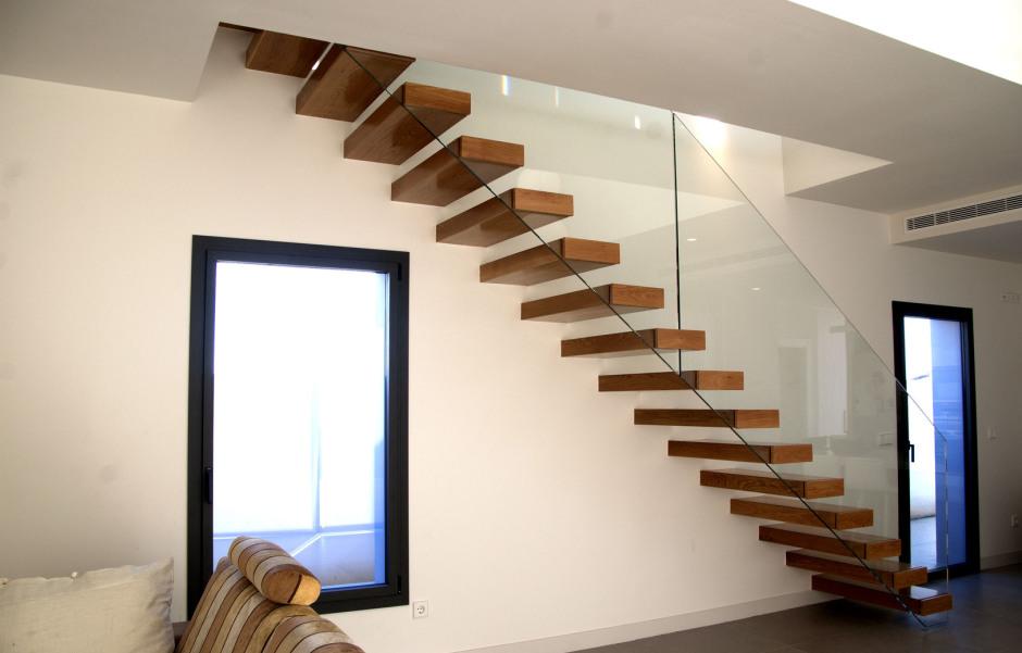Escaleras de interior baratas galera de oficinas barata for Escalera interior barata