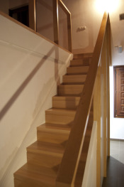 escalera recta con armario