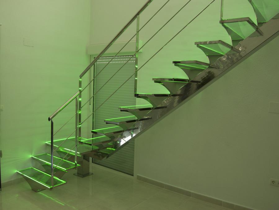 Escalera de peldaños de cristal