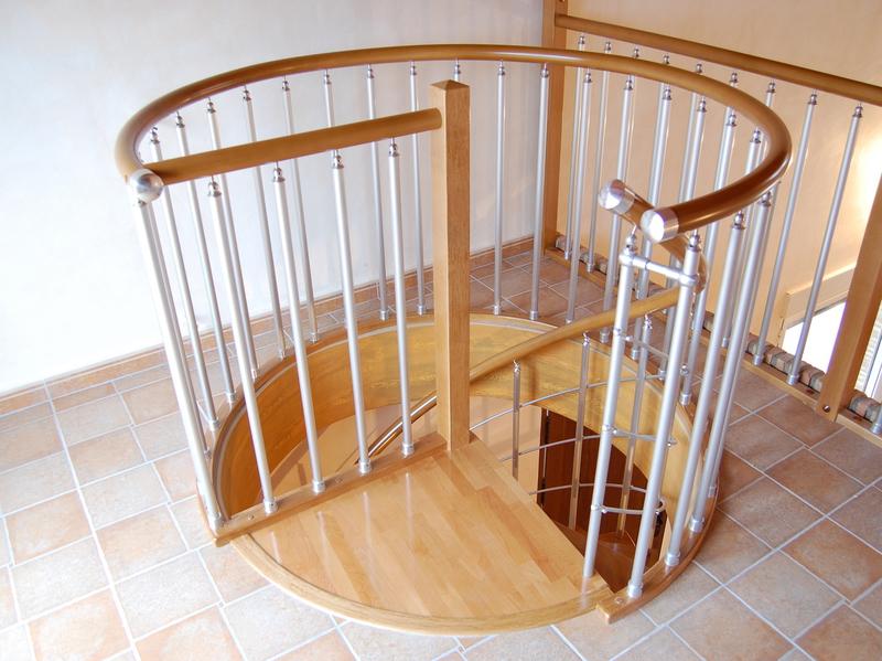 Escaleras de caracol empleando materiales como aluminio y PVC